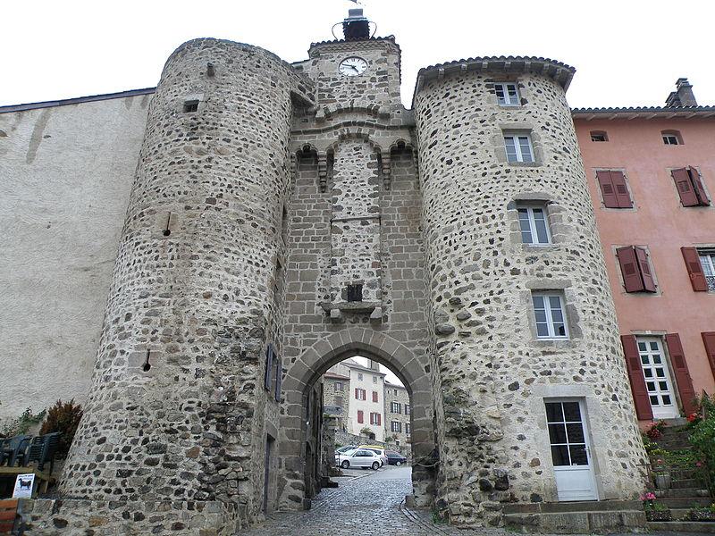 Photo du Monument Historique Portail de Monsieur situé à Allègre