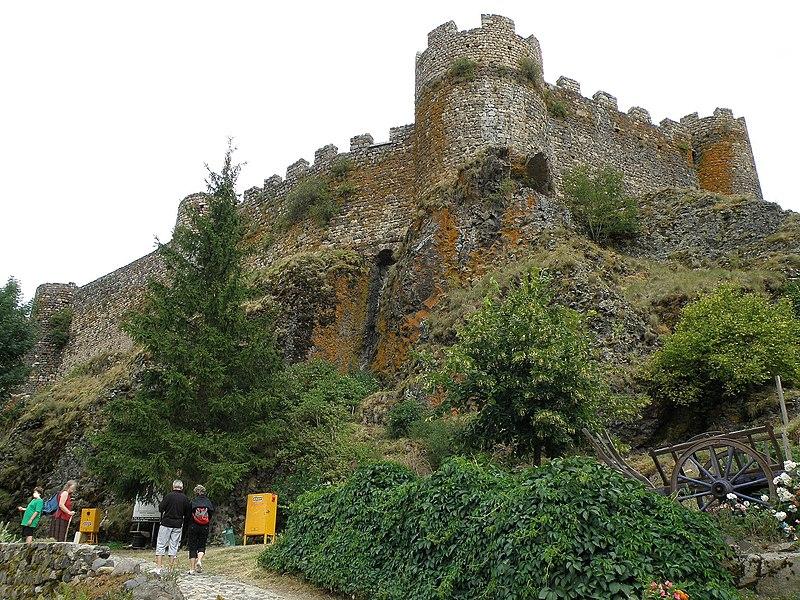Photo du Monument Historique Restes du Château fort situé à Arlempdes
