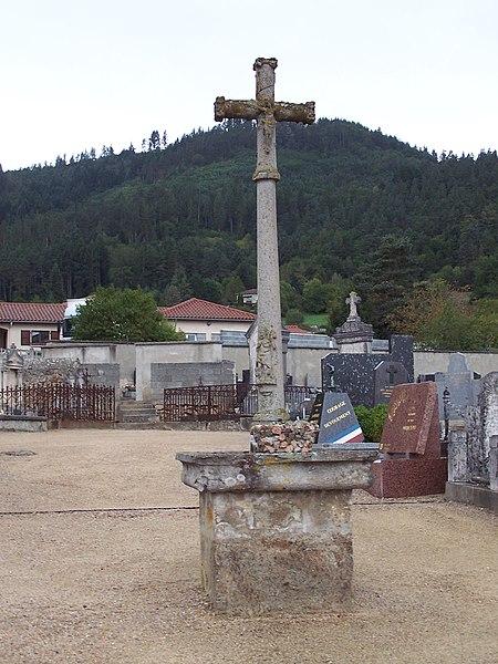 Photo du Monument Historique Croix du 16e siècle situé à Bas-en-Basset