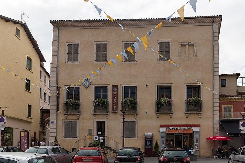 Photo du Monument Historique Maison du Doyenné (ancienne Caisse d'Epargne) situé à Brioude