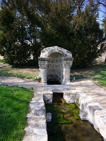 Photo du Monument Historique Fontaine Saint-Julien situé à Brioude