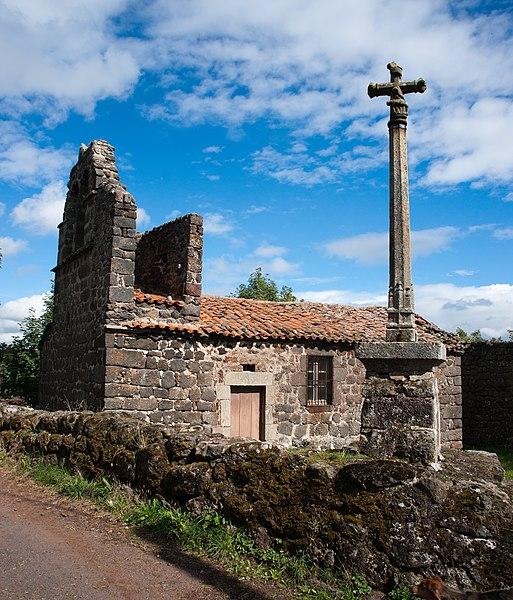 Photo du Monument Historique Chapelle de Chacornac et son enclos situé à Cayres
