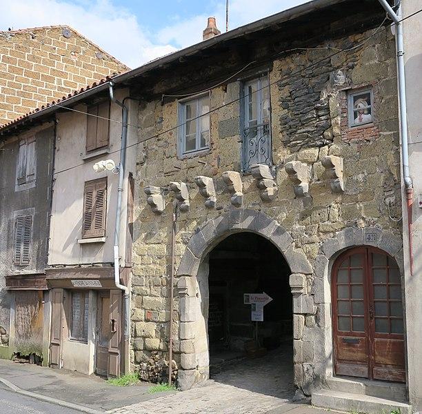 Photo du Monument Historique Porte de ville situé à Langeac