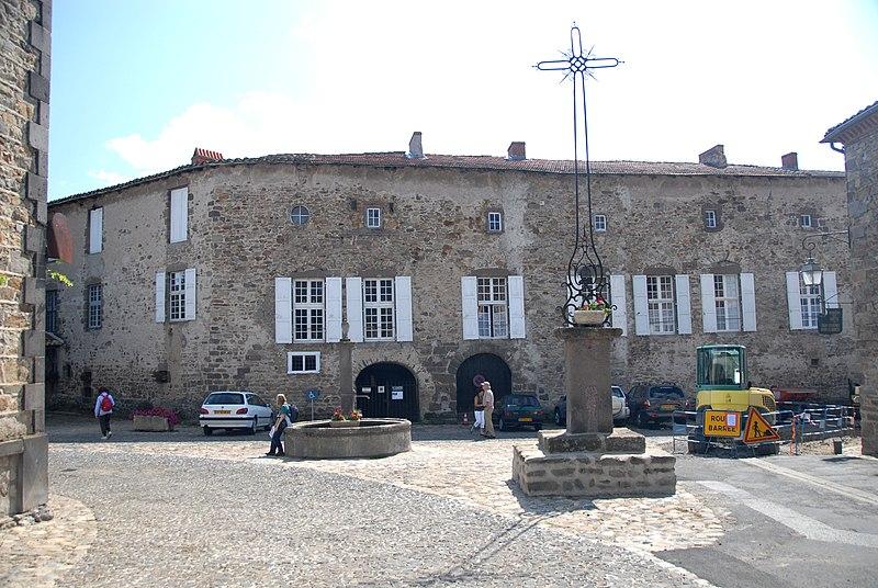 Photo du Monument Historique Croix en fer forgée datée de 1779 situé à Lavaudieu