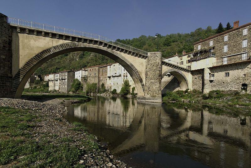 Photo du Monument Historique Pont situé à Lavoûte-Chilhac