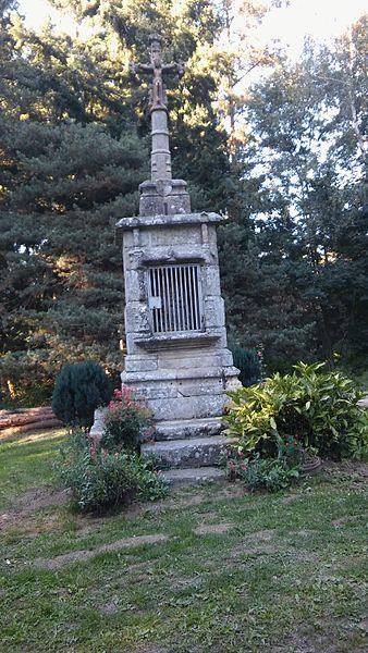 Photo du Monument Historique Croix de carrefour du 15e siècle dite Croix de Bancillon situé à Malvières
