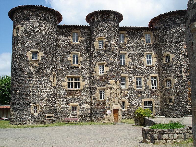 Photo du Monument Historique Ancien château abbatial situé à Le Monastier-sur-Gazeille