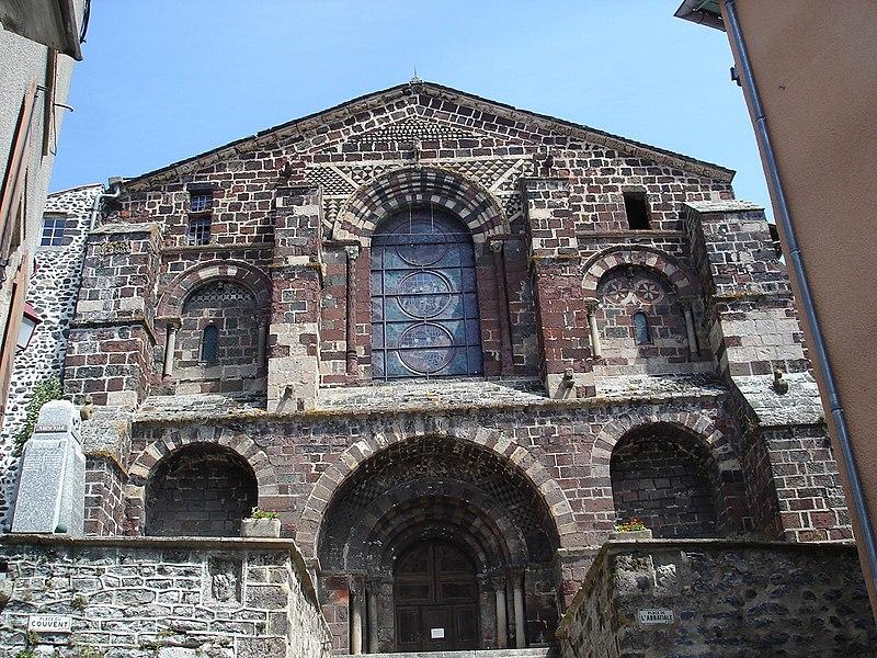 Photo du Monument Historique Ancienne église abbatiale Saint-Théofrede situé à Le Monastier-sur-Gazeille
