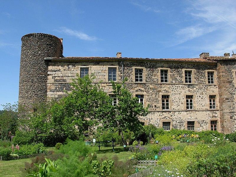 Photo du Monument Historique Ancienne abbaye de Pébrac situé à Pébrac