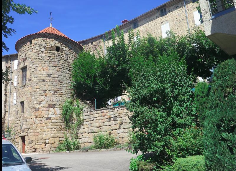Photo du Monument Historique Tour de Rochely situé à Pradelles