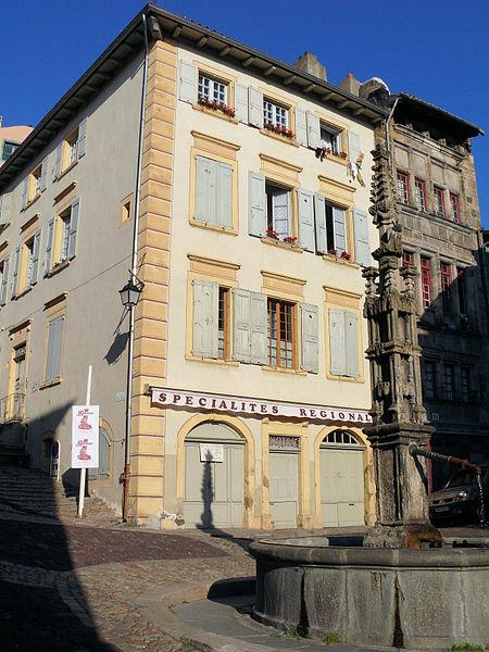 Photo du Monument Historique Fontaine des Tables ou de l'Ange situé à Le Puy-en-Velay