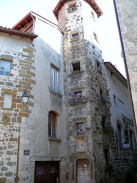 Photo du Monument Historique Hôtel de Chaumeils (ou hôtel Dulac de Fugères) situé à Puy-en-Velay (Le)