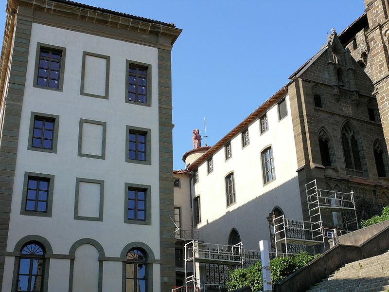 Photo du Monument Historique Hôtel-Dieu situé à Le Puy-en-Velay