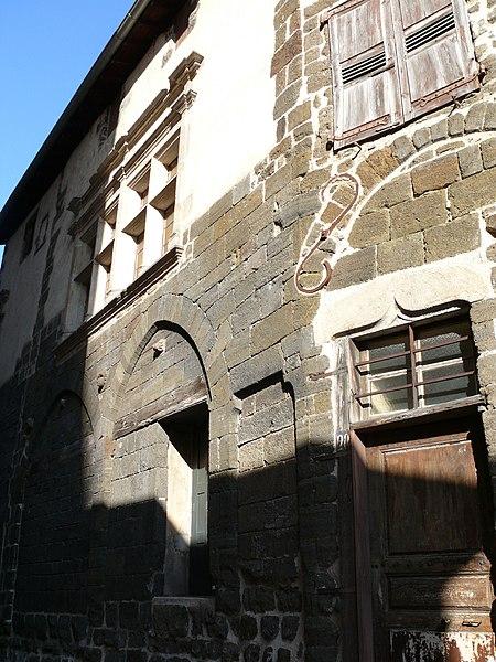 Photo du Monument Historique Ancien hôtel de Sanhard situé à Le Puy-en-Velay