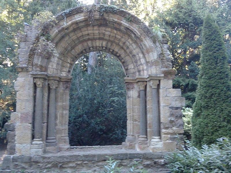 Photo du Monument Historique Portail roman provenant de l'Abbaye de Vorey situé à Puy-en-Velay (Le)