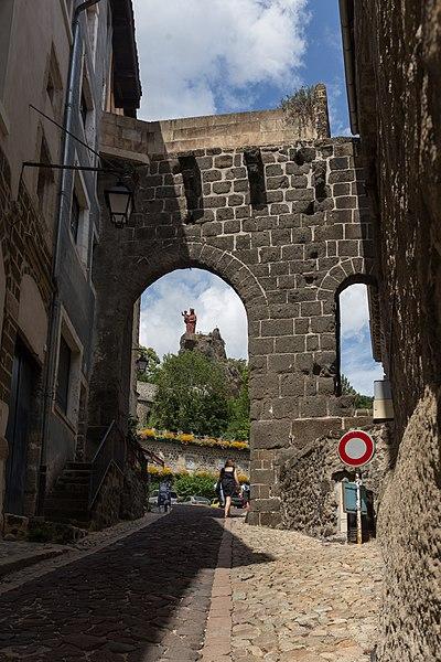 Photo du Monument Historique Porte de ville dite Porte Saint-Georges situé à Le Puy-en-Velay
