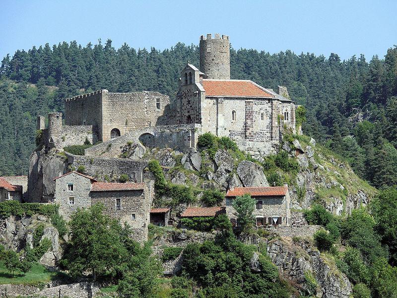 Photo du Monument Historique Ruines du château situé à Saint-André-de-Chalencon