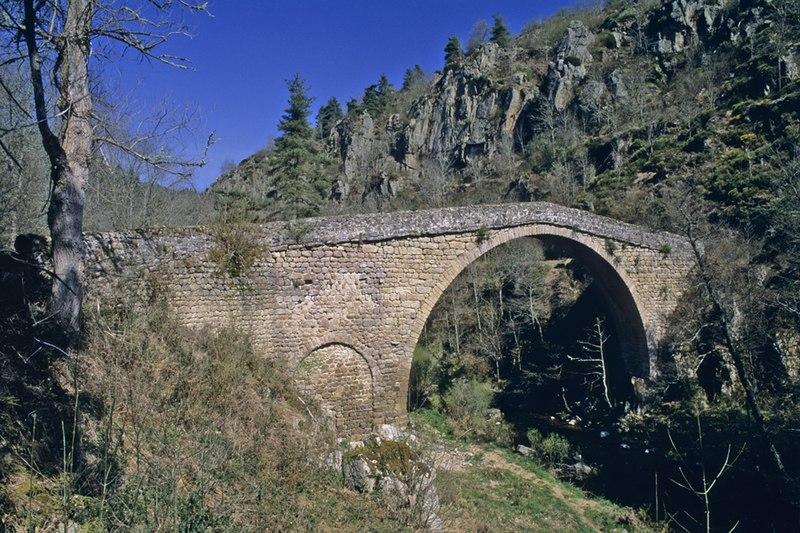Photo du Monument Historique Pont dit Pont de Bounery situé à Saint-André-de-Chalencon