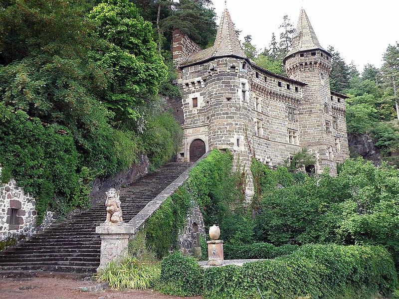 Photo du Monument Historique Château de la Roche-Lambert situé à Saint-Paulien