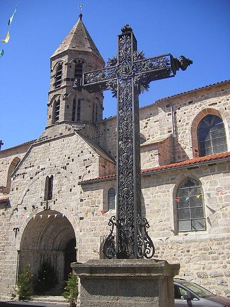 Photo du Monument Historique Eglise Saint-Médard, ancienne église collégiale situé à Saugues