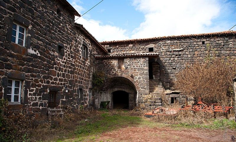 Photo du Monument Historique Ferme Arnaud situé à Cayres