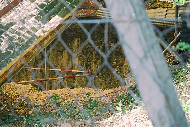 Photo du Monument Historique Habitat préhistorique sous abri du Blot situé à Cerzat