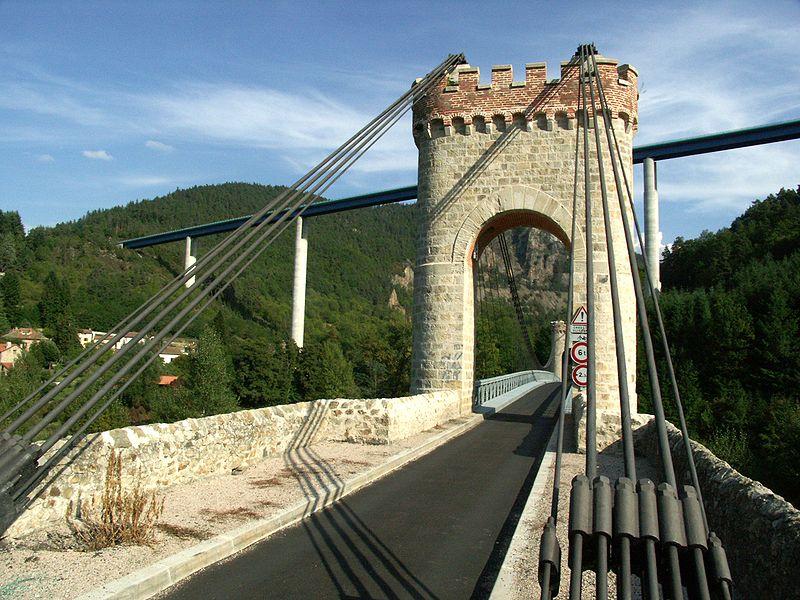 Photo du Monument Historique Pont de Confolent (également sur commune de Beauzac) situé à Saint-Maurice-de-Lignon