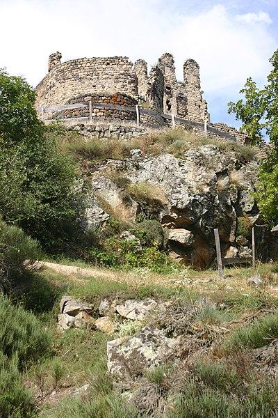 Photo du Monument Historique Château fort de Beaufort situé à Goudet