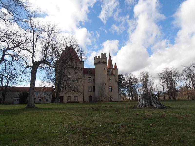 Photo du Monument Historique Château de Védrines situé à Lorlanges