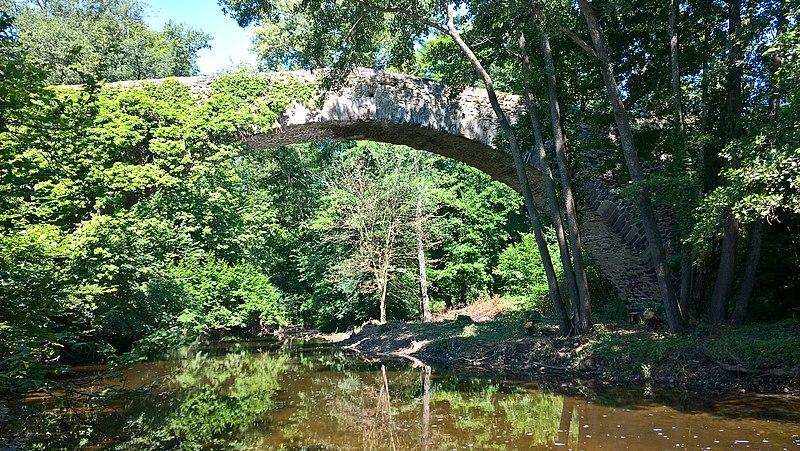 Photo du Monument Historique Pont de la Bajasse (également sur commune de Fontannes) situé à Vieille-Brioude