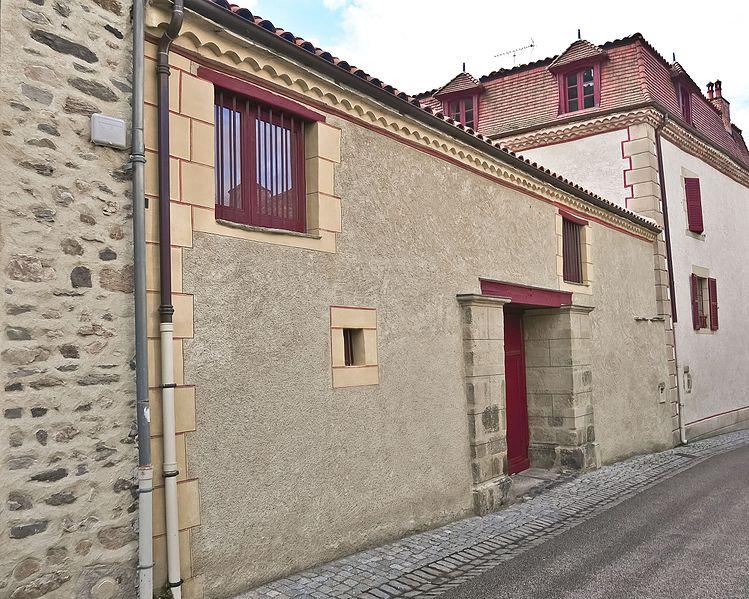 Photo du Monument Historique Maison de la Rodde situé à Blesle