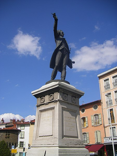 Photo du Monument Historique Statue de Lafayette, située près de la tour Pannessac situé à Le Puy-en-Velay
