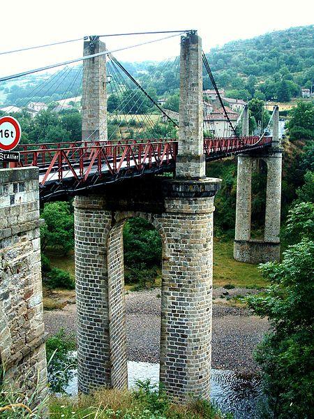 Photo du Monument Historique Pont suspendu de Saint-Ilpize situé à Saint-Ilpize