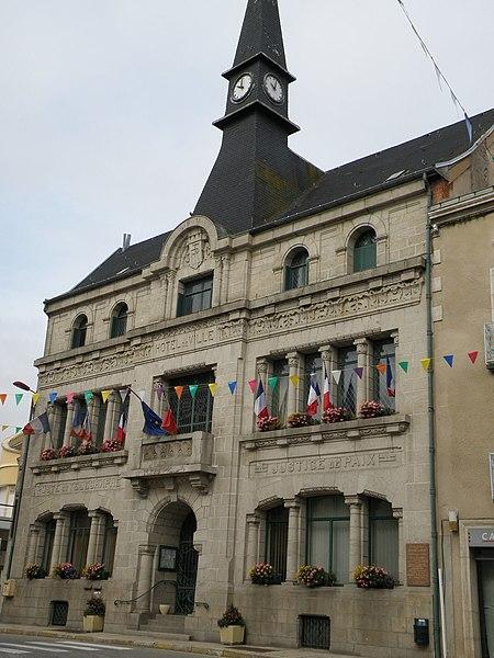 Photo du Monument Historique Hôtel de Ville situé à Craponne-sur-Arzon