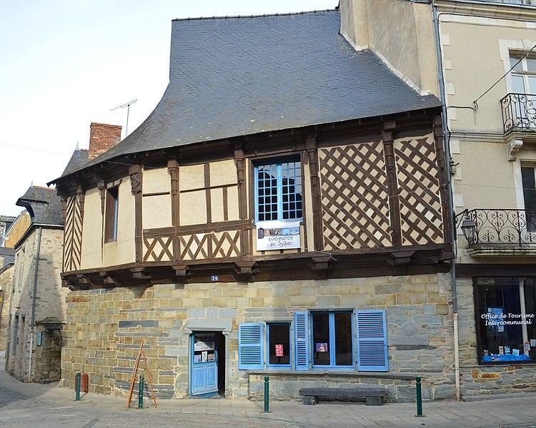 Photo du Monument Historique Maison dite de l'Ange situé à Châteaubriant