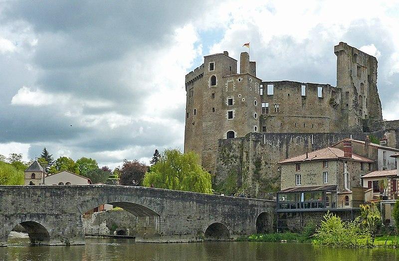 Photo du Monument Historique Château de Clisson situé à Clisson