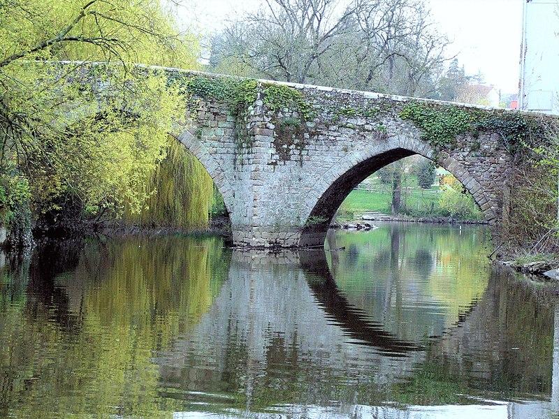 Photo du Monument Historique Pont sur le Moine dit Pont Saint-Antoine situé à Clisson