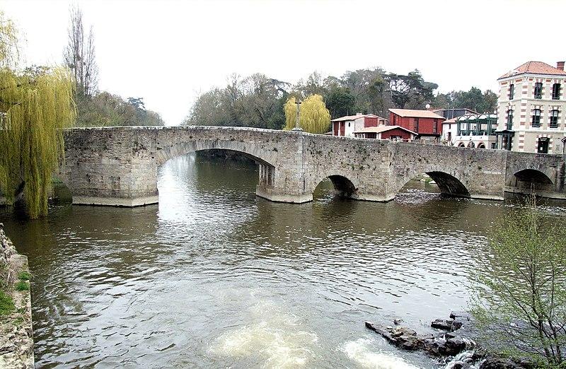 Photo du Monument Historique Pont de la Vallée sur la Sèvres situé à Clisson