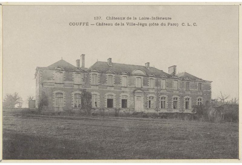 Photo du Monument Historique Château de la Villejégu situé à Couffé