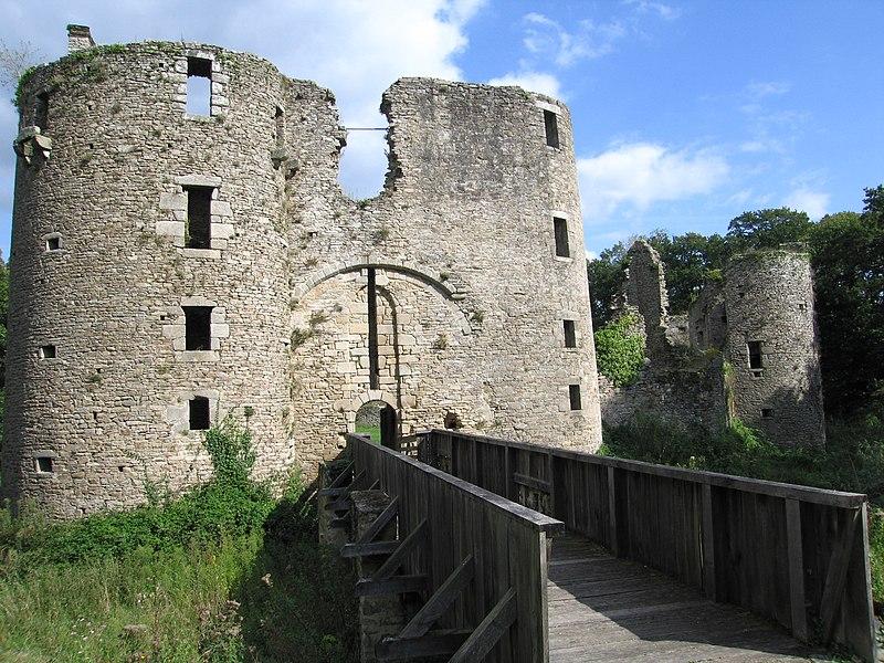 Photo du Monument Historique Château du Ranroët (ruines) situé à Herbignac