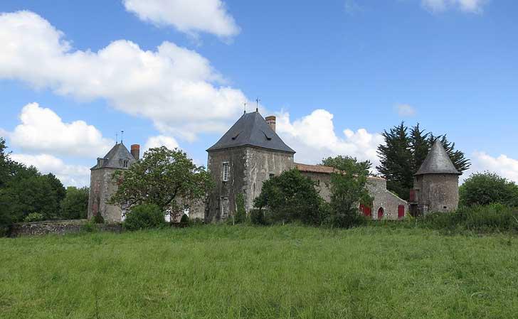 Photo du Monument Historique Château de Retail situé à Legé