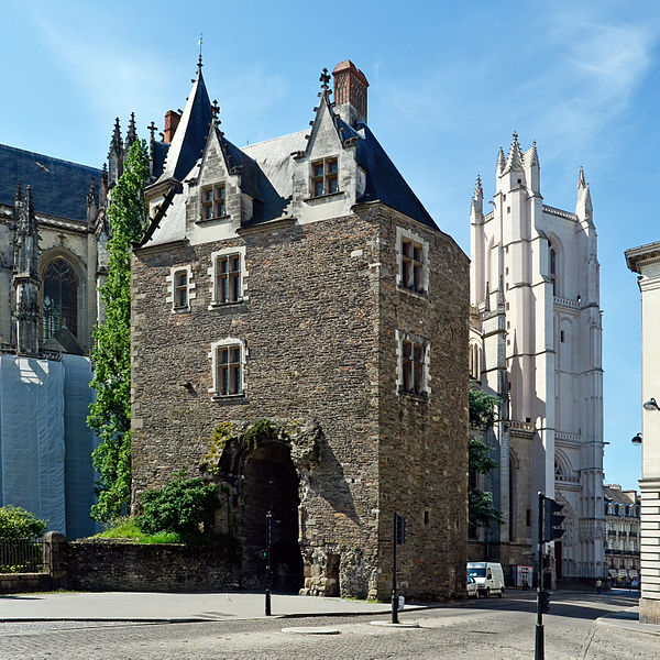 Photo du Monument Historique Porte gallo-romaine, dite du Bastion Saint-Pierre, dépendant de l'ancien évêché situé à Nantes