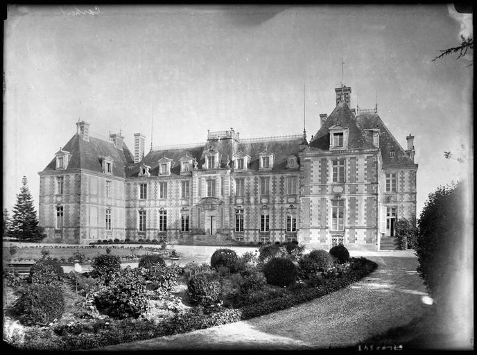 Photo du Monument Historique Château de Carheil situé à Plessé