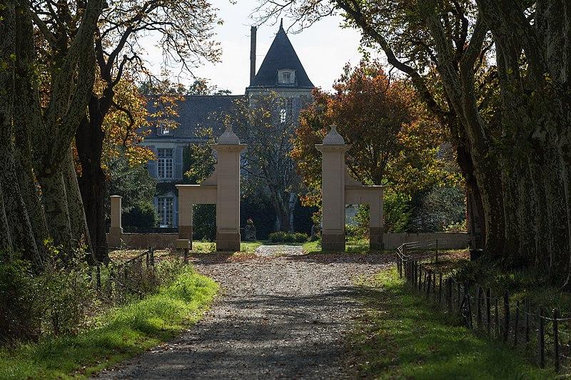 Photo du Monument Historique Château du Plessis-Mareil situé à Saint-Viaud