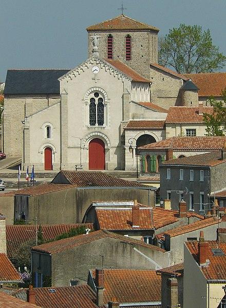 Photo du Monument Historique Eglise de la Trinité situé à Clisson