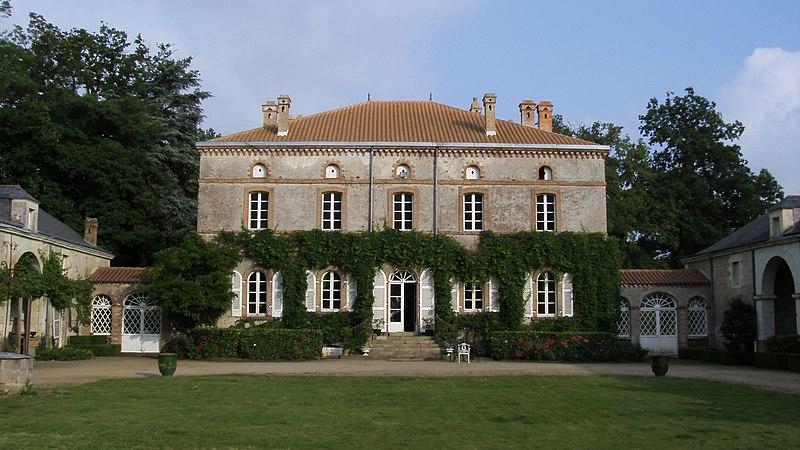 Photo du Monument Historique Villa de l'Oiselinière situé à Gorges