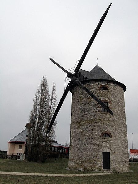 Photo du Monument Historique Moulin à vent des Muets situé à Artenay
