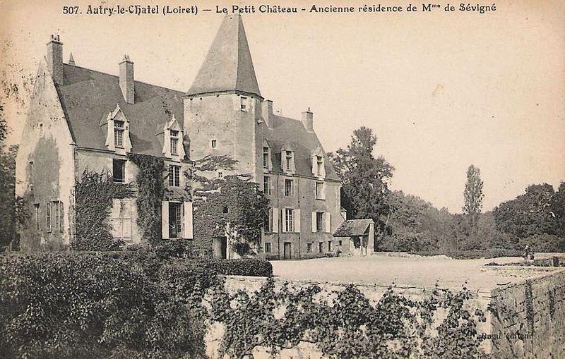 Photo du Monument Historique Petit Château situé à Autry-le-Châtel