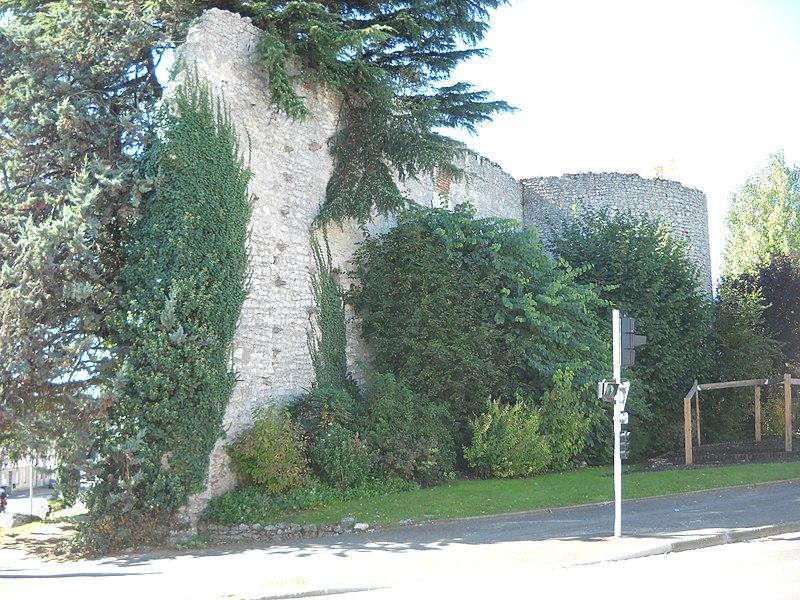 Photo du Monument Historique Restes de l'ancienne enceinte situé à Beaugency