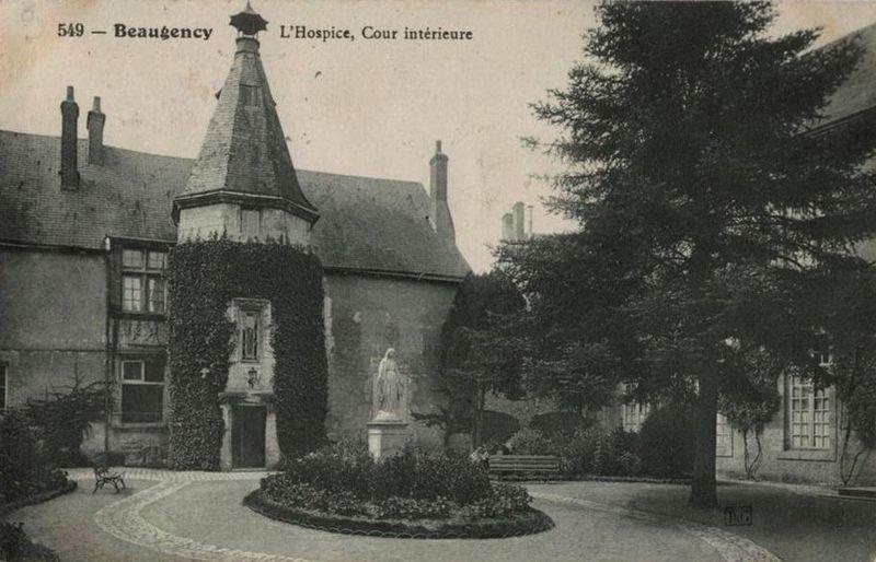 Photo du Monument Historique Ancien hospice situé à Beaugency